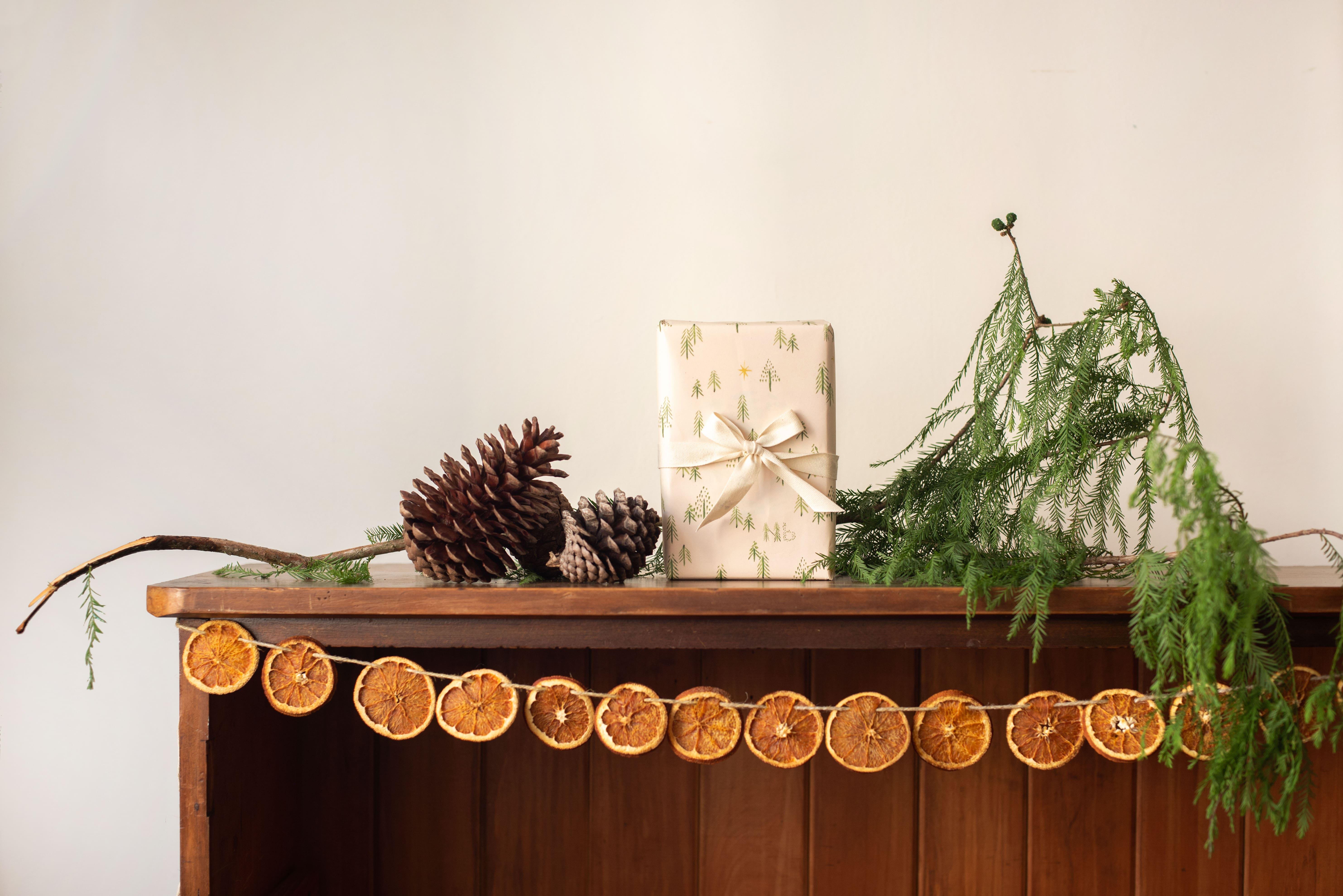 make your own dried orange garland